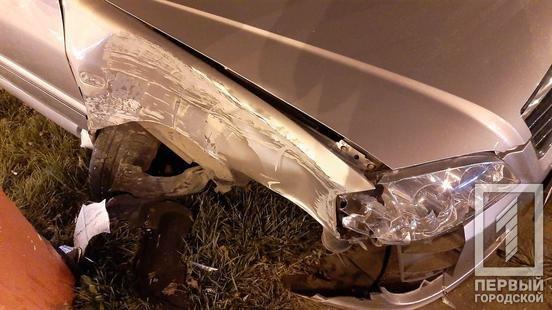 Водитель сбежал, от пассажиров разило алкоголем: на кольце 95-го в Кривом Роге иномарка влетела в столб, - ФОТО, фото-5