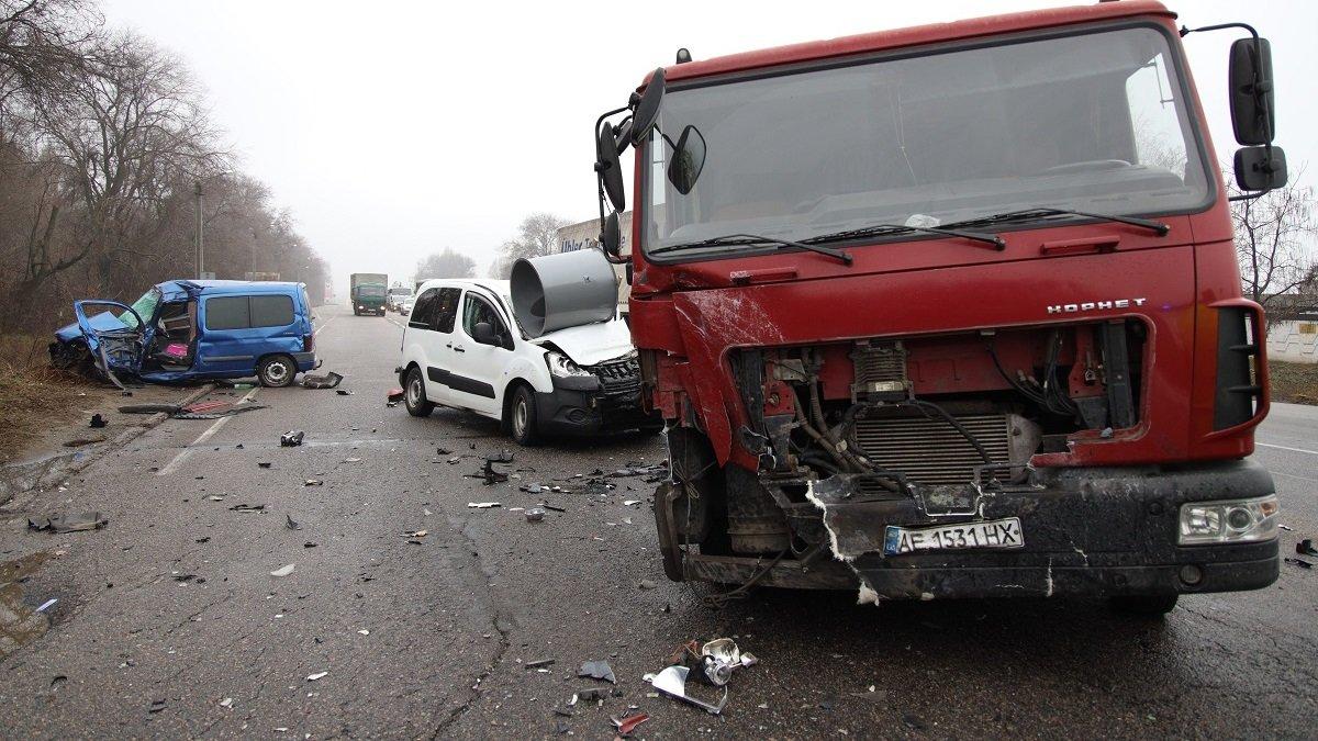 На Криворожской трассе тройное ДТП: спасатели вырезали из машин пострадавших, - ФОТО , фото-14