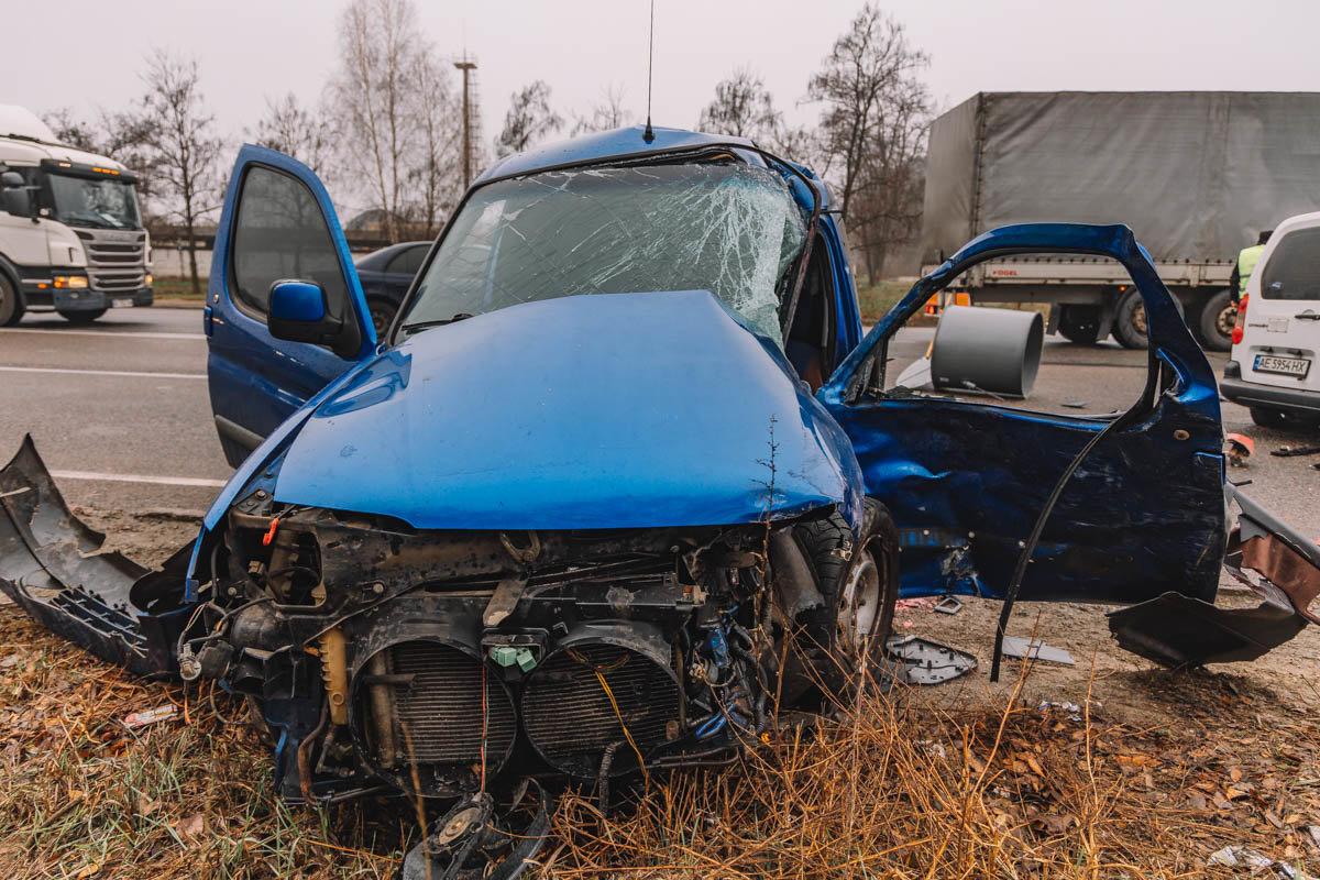 На Криворожской трассе тройное ДТП: спасатели вырезали из машин пострадавших, - ФОТО , фото-12