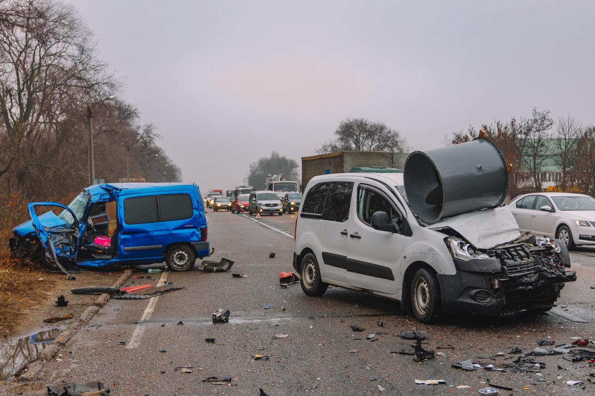 На Криворожской трассе тройное ДТП: спасатели вырезали из машин пострадавших, - ФОТО , фото-15