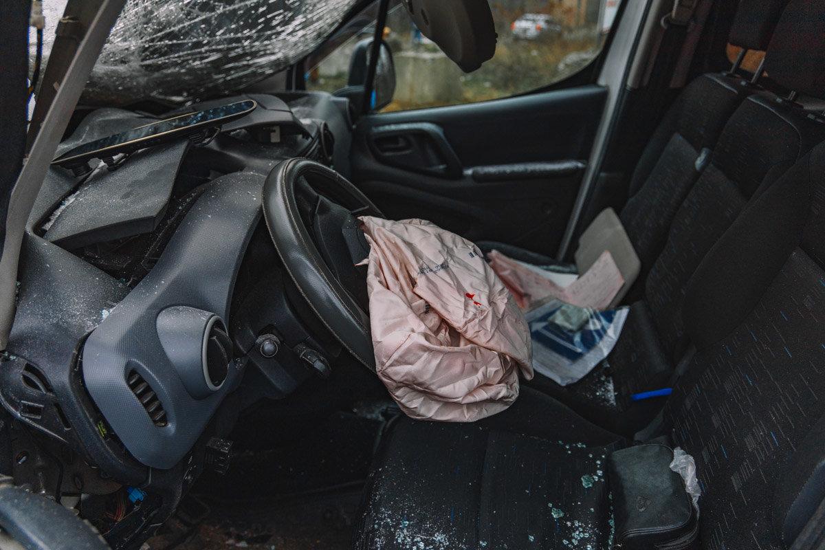 На Криворожской трассе тройное ДТП: спасатели вырезали из машин пострадавших, - ФОТО , фото-19