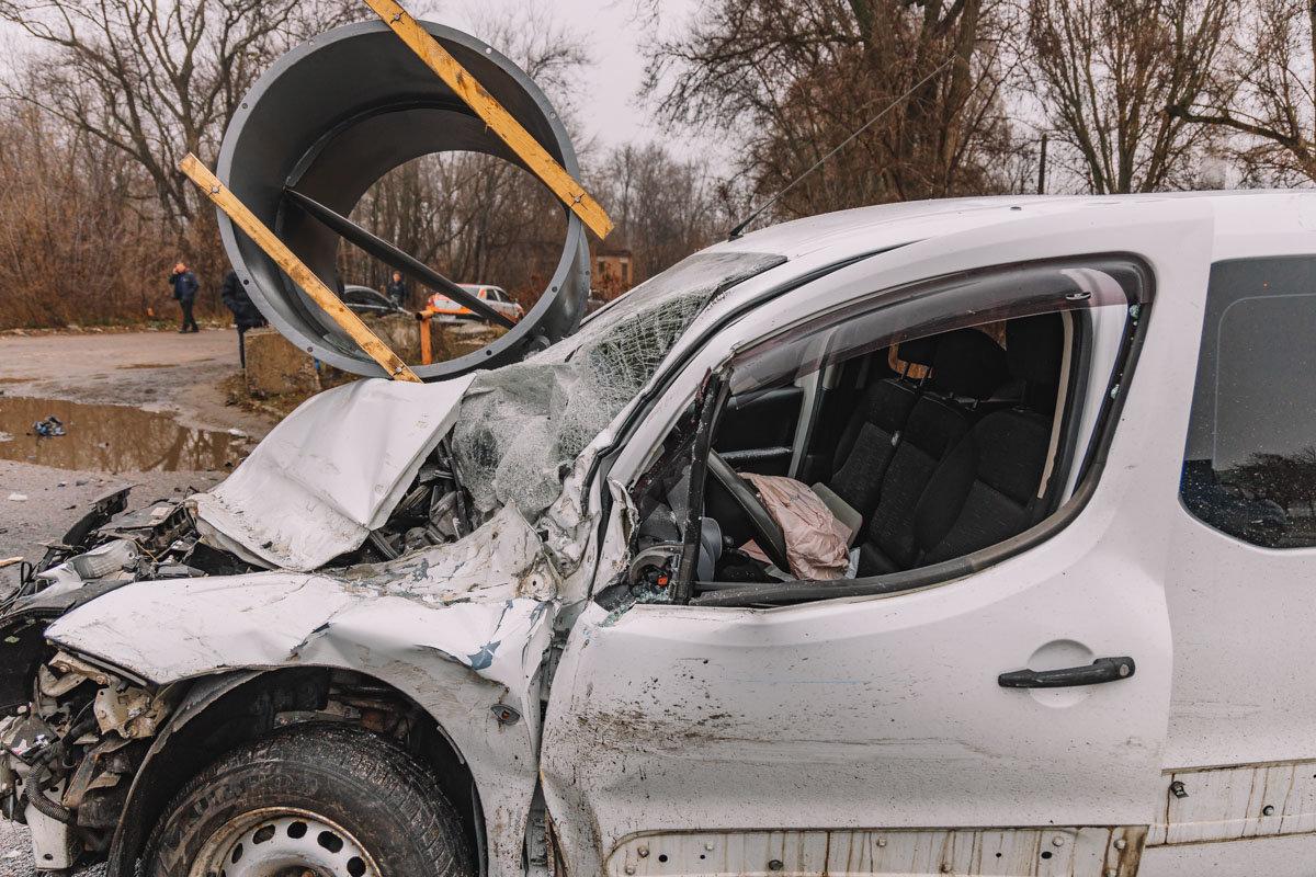 На Криворожской трассе тройное ДТП: спасатели вырезали из машин пострадавших, - ФОТО , фото-18