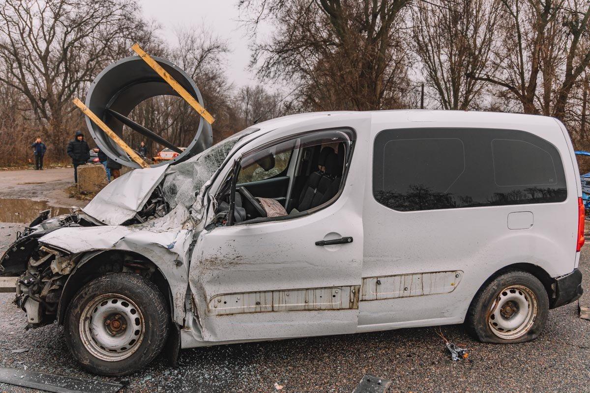 На Криворожской трассе тройное ДТП: спасатели вырезали из машин пострадавших, - ФОТО , фото-20