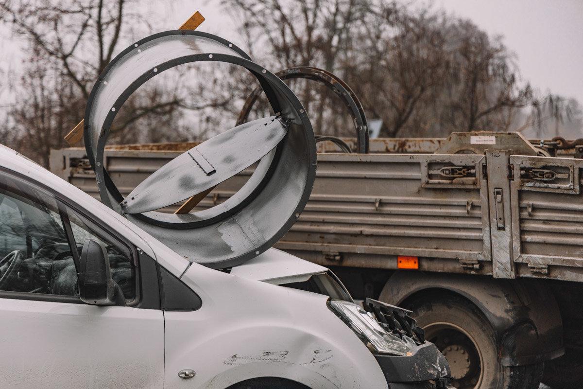На Криворожской трассе тройное ДТП: спасатели вырезали из машин пострадавших, - ФОТО , фото-10
