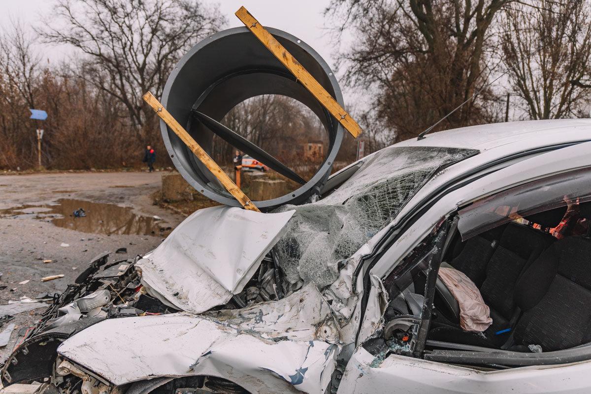 На Криворожской трассе тройное ДТП: спасатели вырезали из машин пострадавших, - ФОТО , фото-7