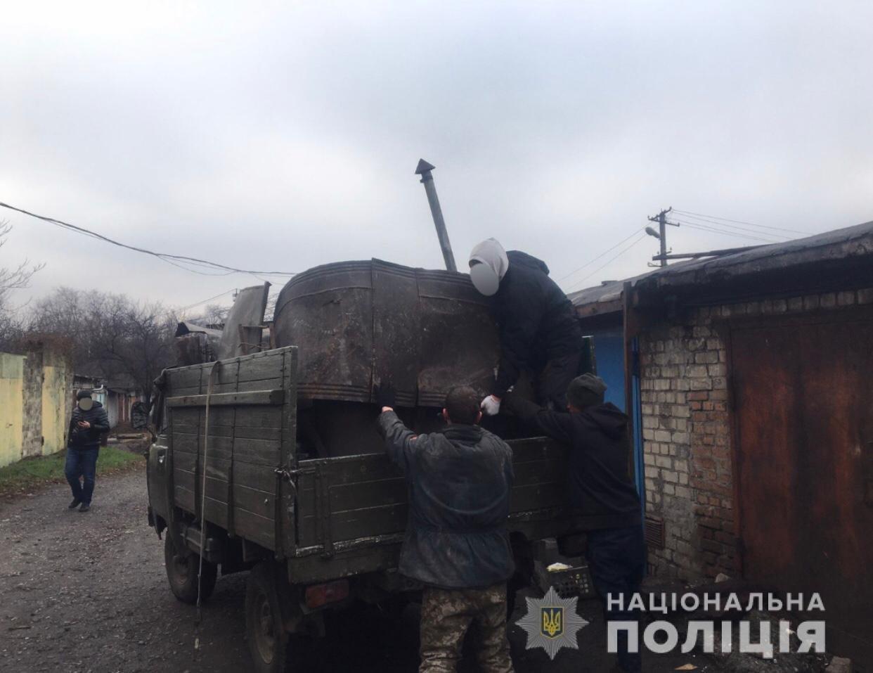 Из гаража криворожанина полиция вывезла 1,6 тонны металлолома,  -ФОТО, фото-1