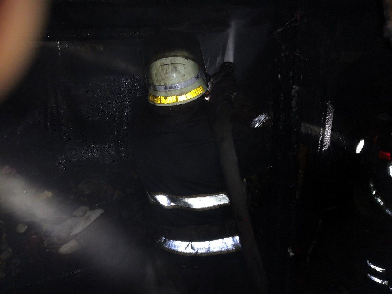 В Кривом Роге вечером 2 января полностью сгорела пристройка к дому, - ФОТО, фото-2