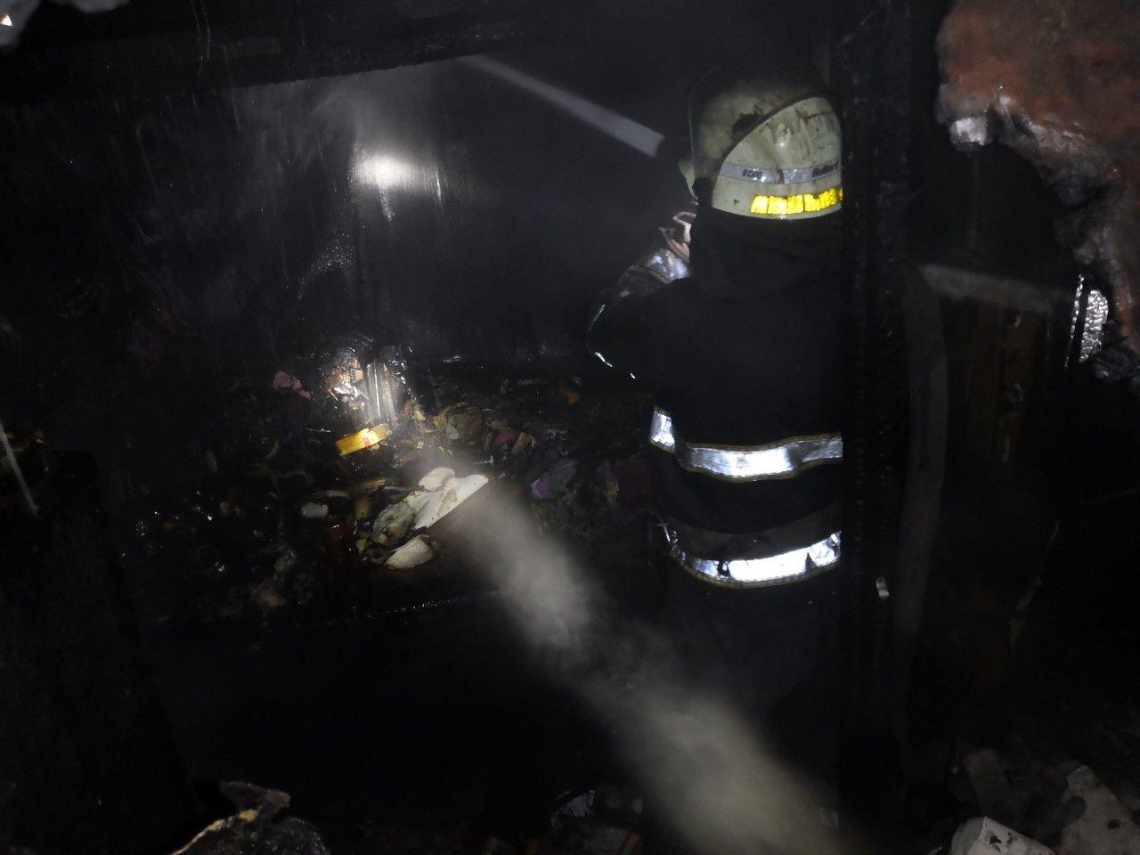 В Кривом Роге вечером 2 января полностью сгорела пристройка к дому, - ФОТО, фото-3