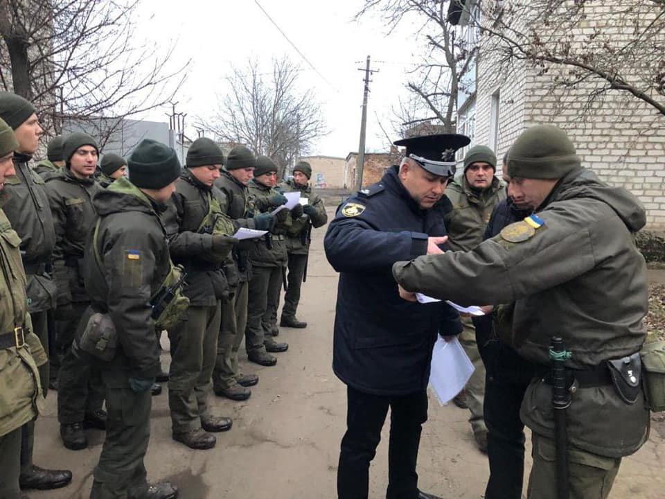 Более 70 военнослужащих и полицейских вышли в Кривом Роге на патрулирование, - ФОТО , фото-4