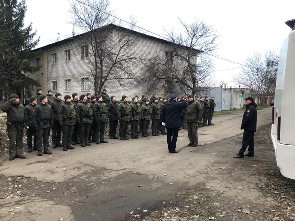 Более 70 военнослужащих и полицейских вышли в Кривом Роге на патрулирование, - ФОТО , фото-5