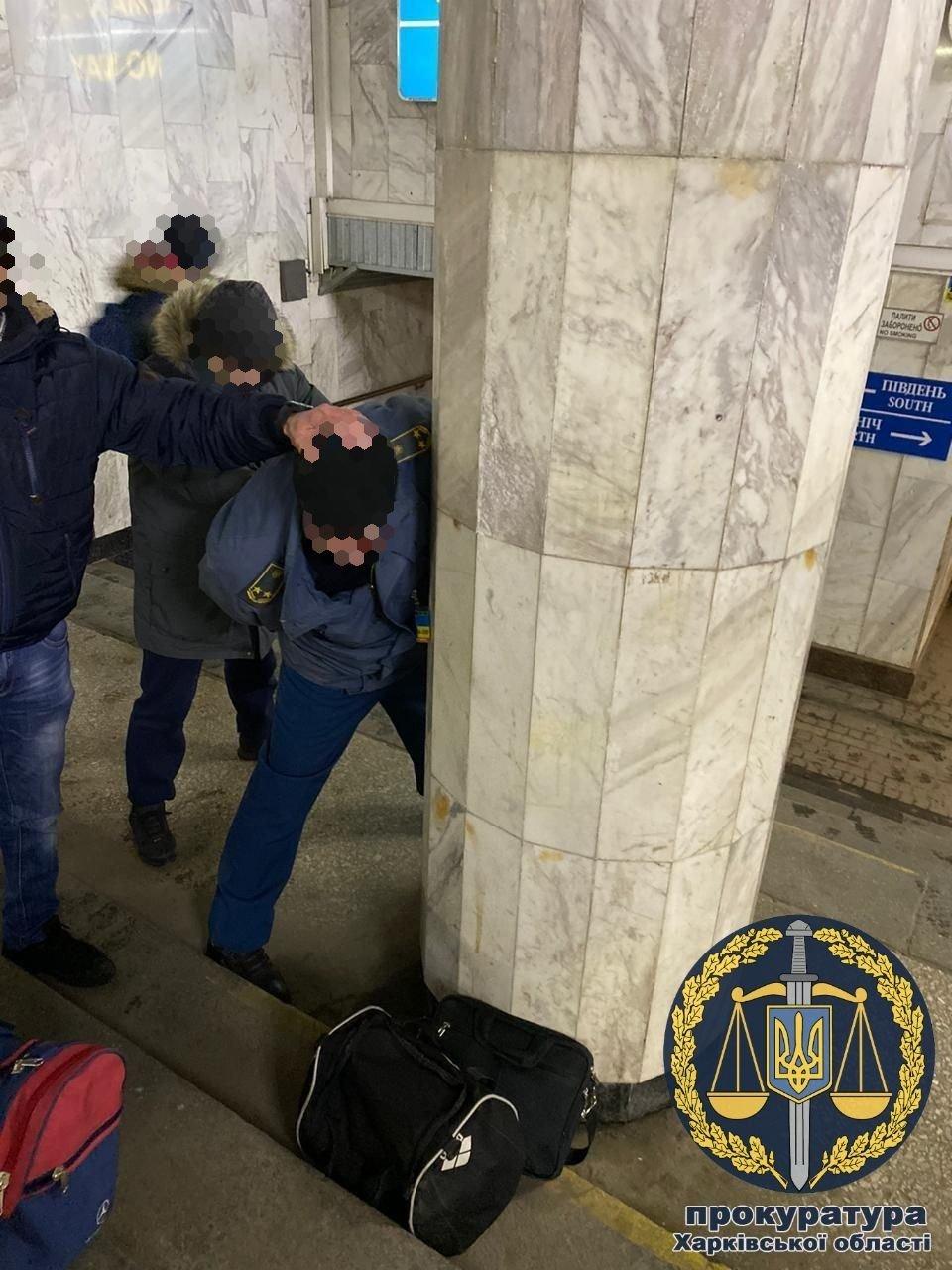 """Инспектору таможни, которого поймали на взятке в поезде """"Кривой Рог - Москва"""", сообщили о подозрении, - ФОТО , фото-1"""
