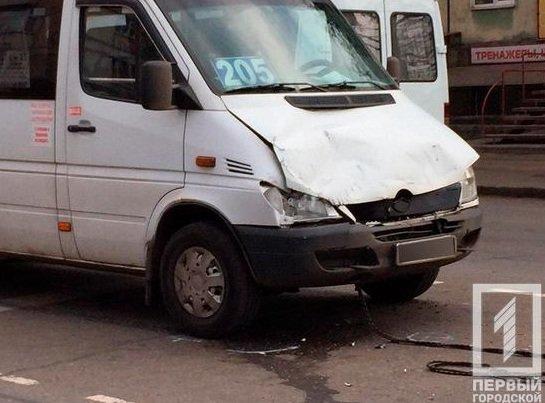 На центральной улице Кривого Рога внедорожник столкнулся с маршруткой, - ФОТО, фото-2