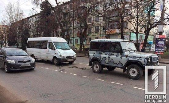 На центральной улице Кривого Рога внедорожник столкнулся с маршруткой, - ФОТО, фото-1