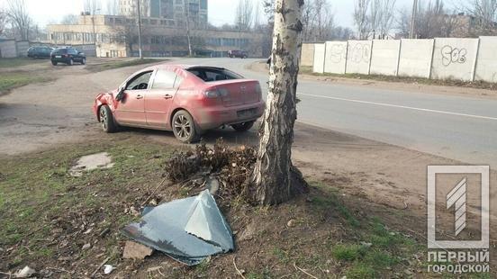 """В Кривом Роге автомобиль """"Mazda"""" попал в ДТП, - ФОТО , фото-2"""