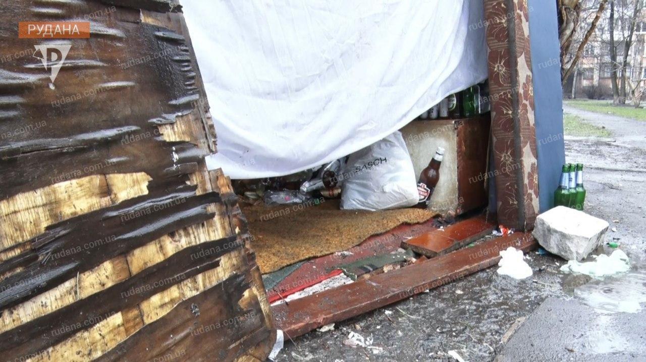 Криворожане сообщили чиновникам о семье, проживающей на мусорнике с 3-летней девочкой, - ФОТО, ВИДЕО , фото-6