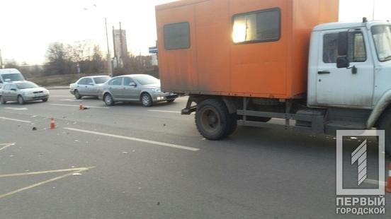 На светофоре в Кривом Роге произошло тройное ДТП, - ФОТО, фото-3