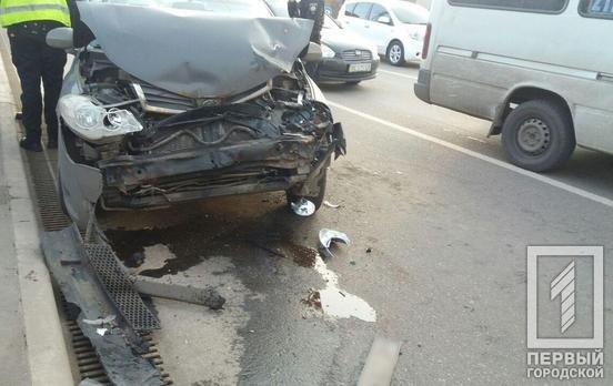 На светофоре в Кривом Роге произошло тройное ДТП, - ФОТО, фото-1