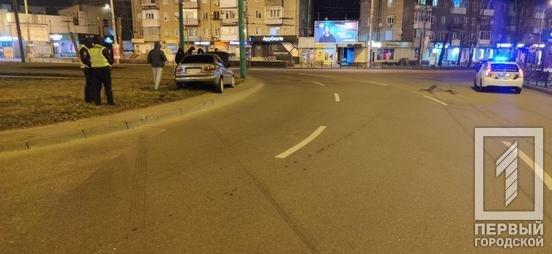 ДТП в Кривом Роге: водитель влетел на клумбу на кольце 95 квартала, - ФОТО , фото-4