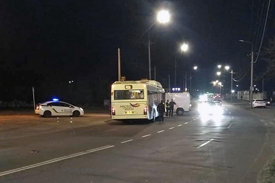 В Кривом Роге столкнулись грузовик и автобус. Пострадала пассажирка, - ФОТО, фото-2