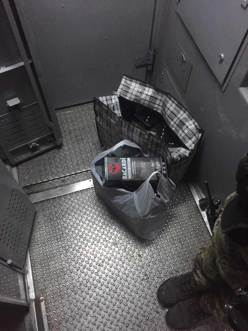 """В поезде, следовавшем через Кривой Рог, из топки устроили """"тайник"""" для виски, - ФОТО, фото-2"""