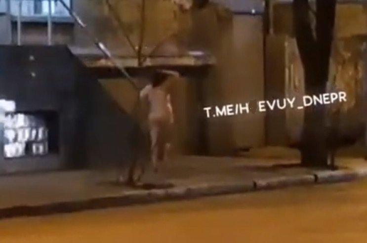 В Днепре 8 марта по улице гуляла обнаженная женщина, - ФОТО 18+, фото-1