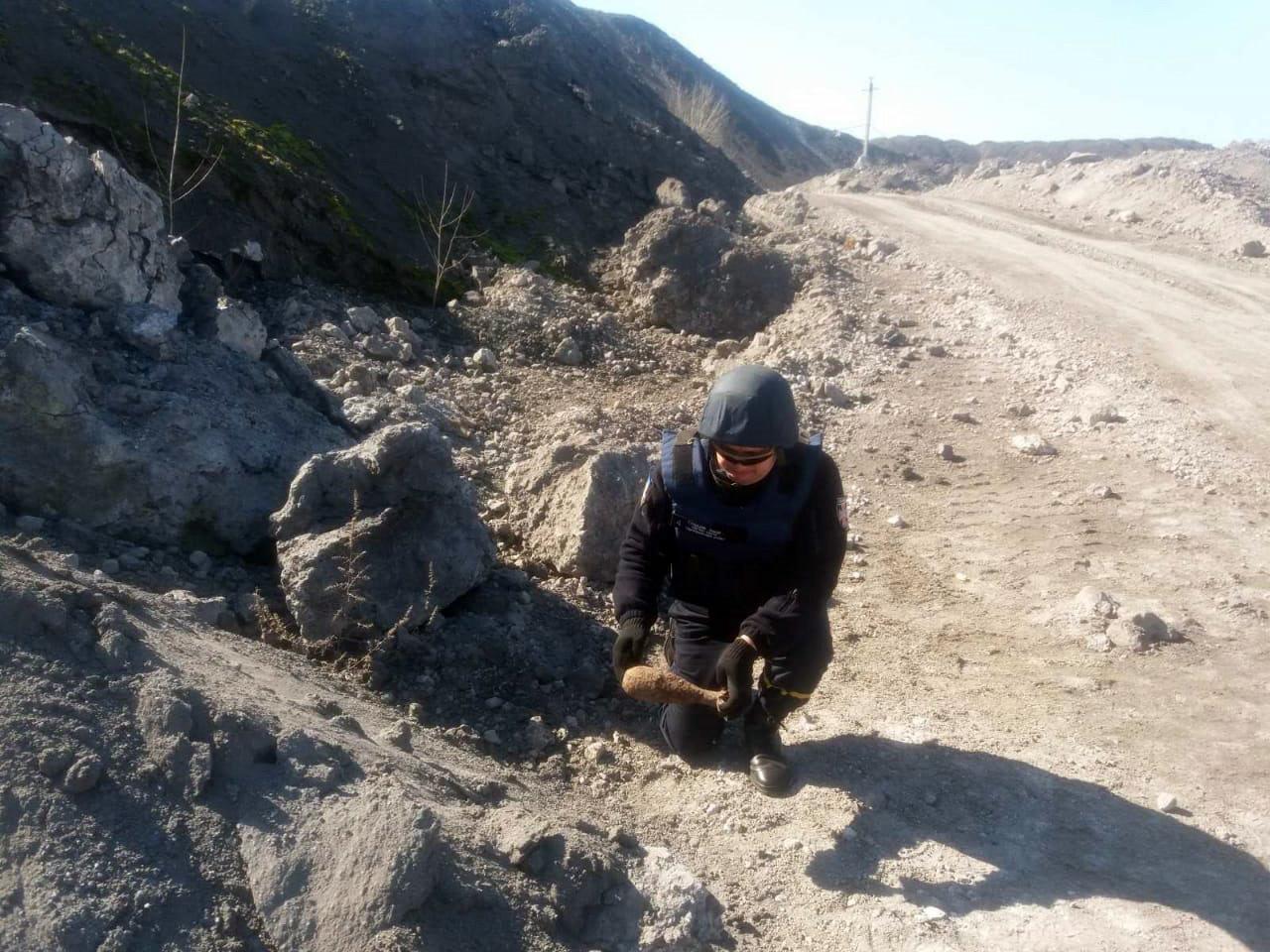 Искал лом, наткнулся на мину: под Кривым Рогом нашли устаревший боеприпас, - ФОТО, фото-2