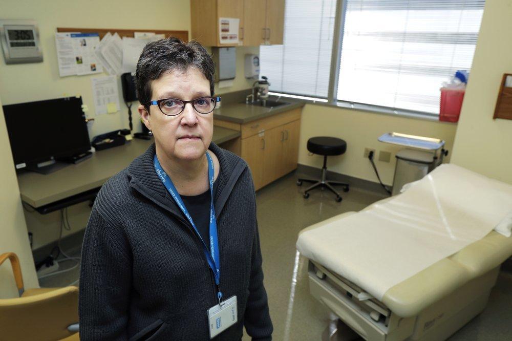 В США первым добровольцам сделали прививки от коронавируса, - ФОТО , фото-9