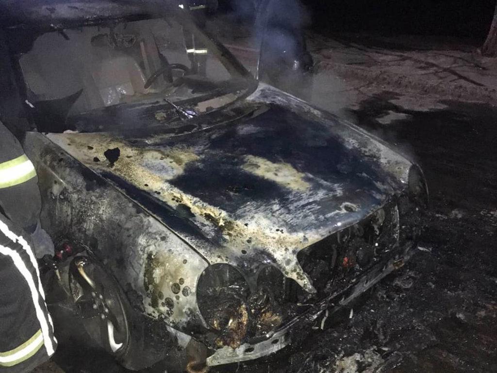 В Кривом Роге ночью загорелись два припаркованные рядом автомобиля, фото-3