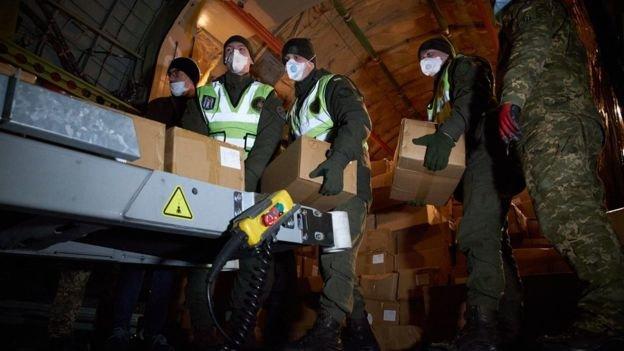 В Украину из Китая привезли сотни тысячи тестов на коронавирус, - ФОТО , фото-3