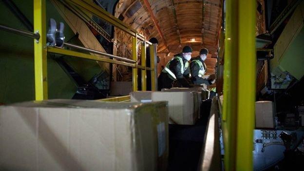 В Украину из Китая привезли сотни тысячи тестов на коронавирус, - ФОТО , фото-2