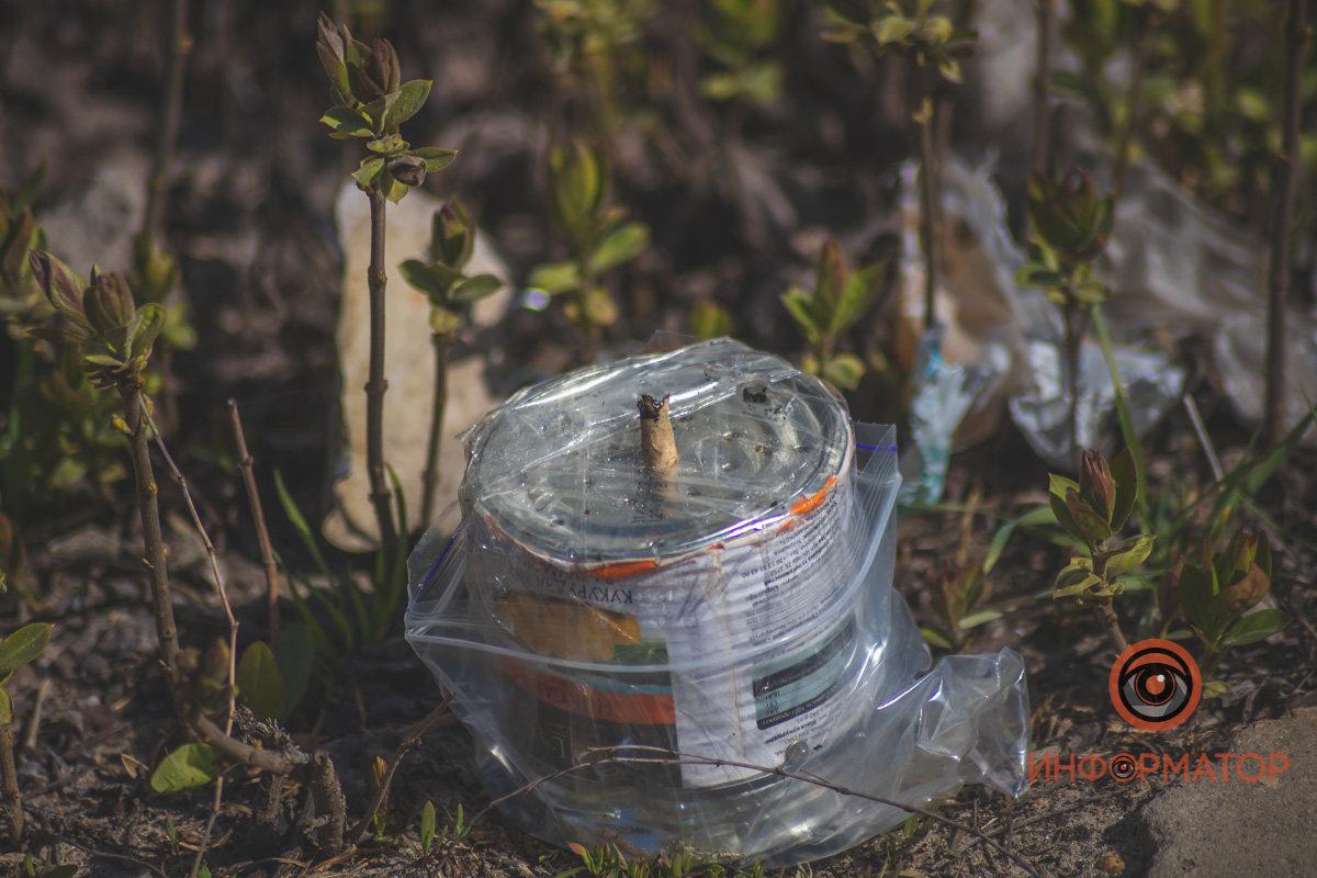 Активист обнаружил на заборе своего дома предмет, похожий на самодельную взрывчатку, - ФОТО , фото-2