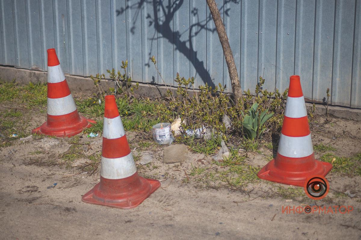 Активист обнаружил на заборе своего дома предмет, похожий на самодельную взрывчатку, - ФОТО , фото-1