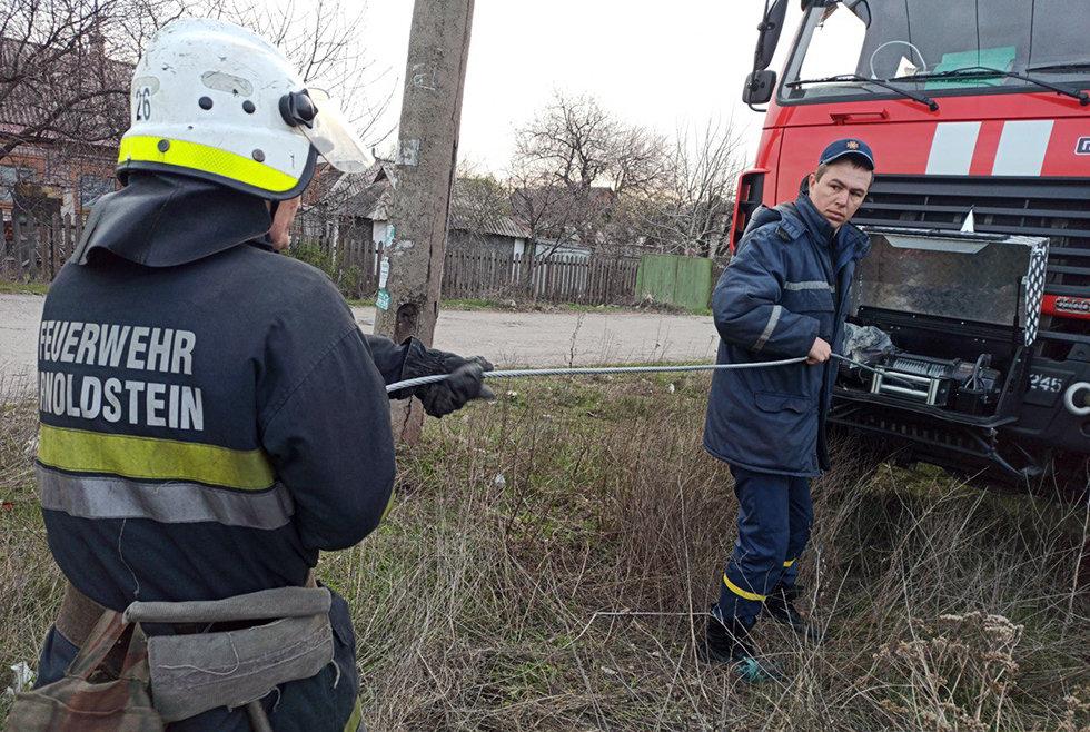 Спасатели в Кривом Роге достали из ямы лошадь, - ФОТО, ВИДЕО, фото-2