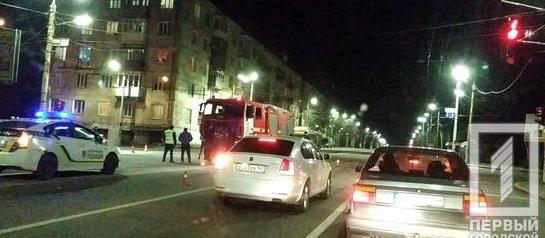 В Кривом Роге иномарку, столкнувшуюся со спецавтомобилем пожарных, отбросило на электроопору, - ФОТО, фото-2