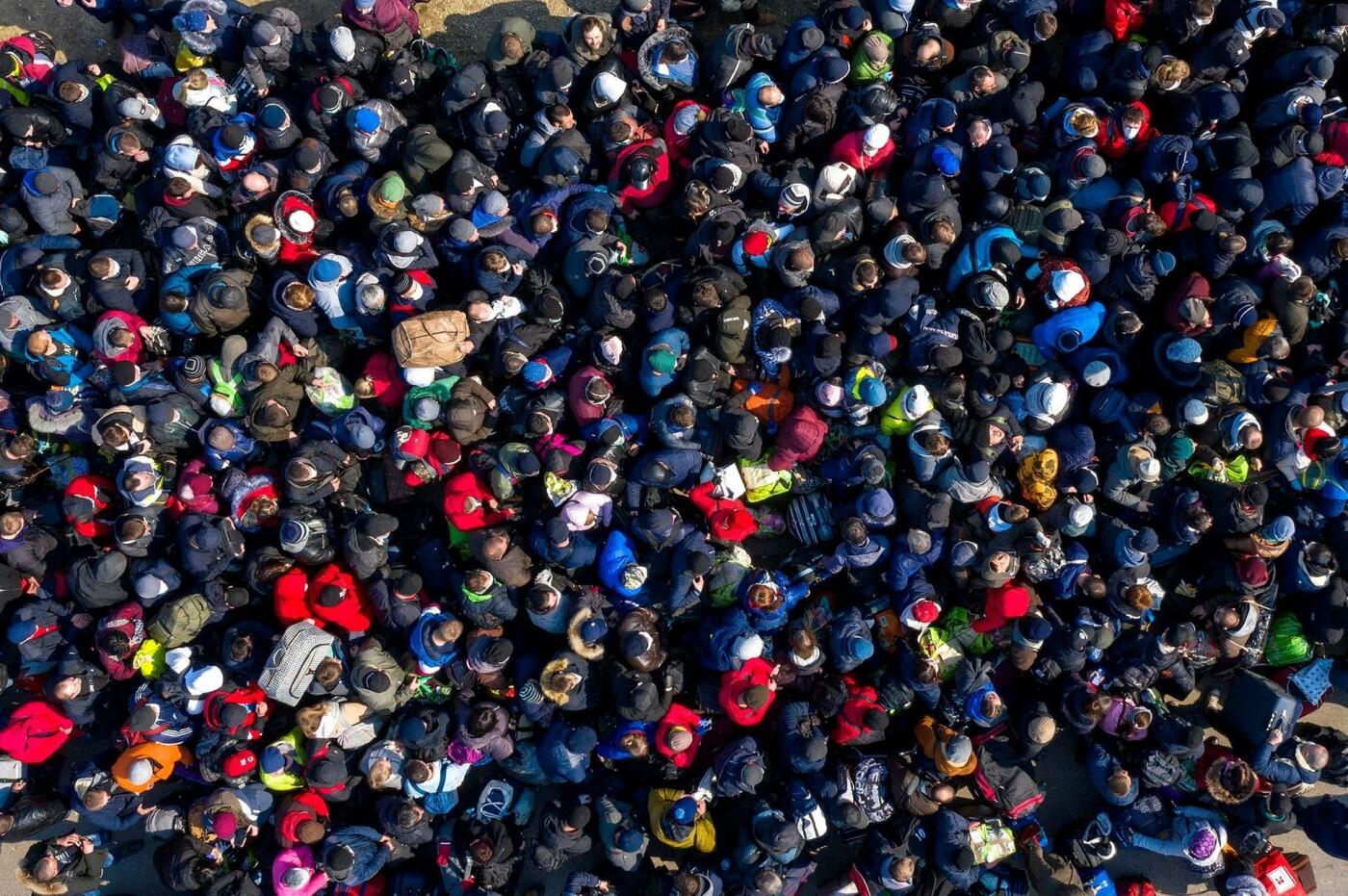 Фото дня: Тысячи украинцев на границе с Польшей в последний день перед закрытием, - ФОТО, фото-1