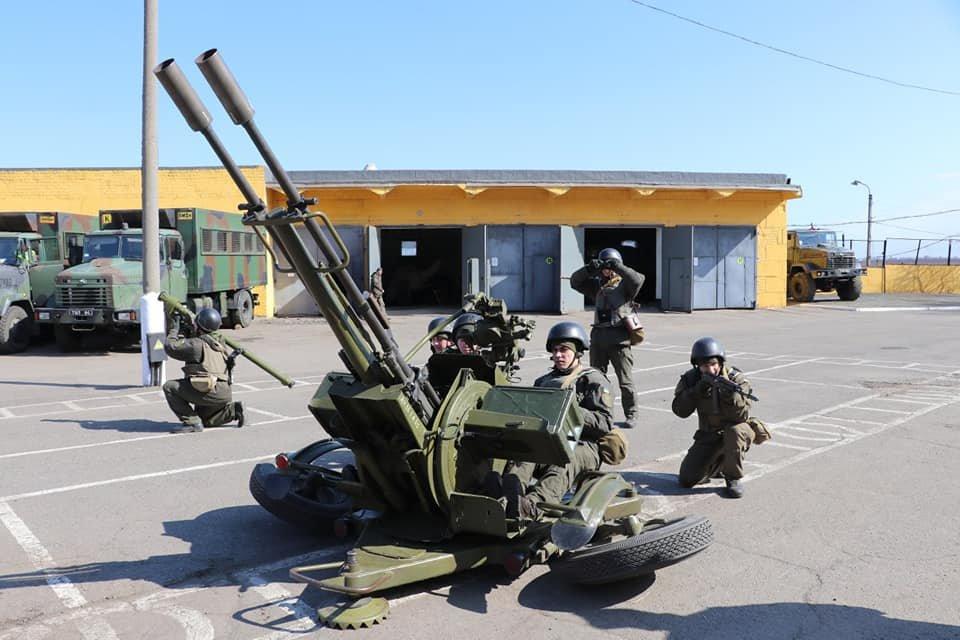 В Кривом Роге продолжается профессиональная подготовка стрелков-зенитчиков, - ФОТО, фото-1