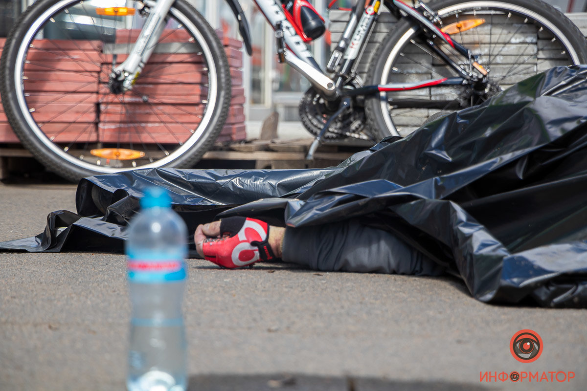 "Возле ТРЦ ""Терра"" в Днепре умер велосипедист, - ФОТО , фото-3"