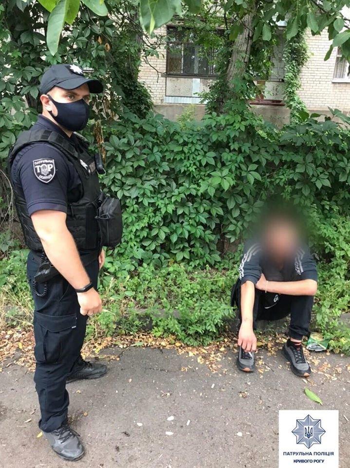 В Кривом Роге горожане указали патрульным на людей, которые могут торговать наркотиками, - ФОТО , фото-7