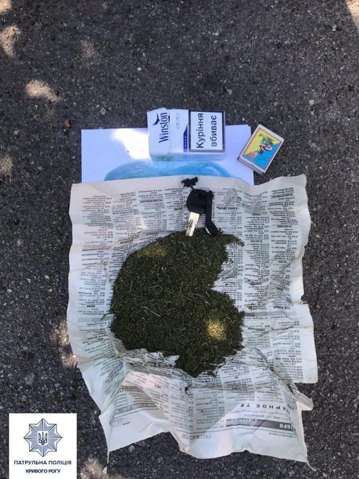 В Кривом Роге горожане указали патрульным на людей, которые могут торговать наркотиками, - ФОТО , фото-4