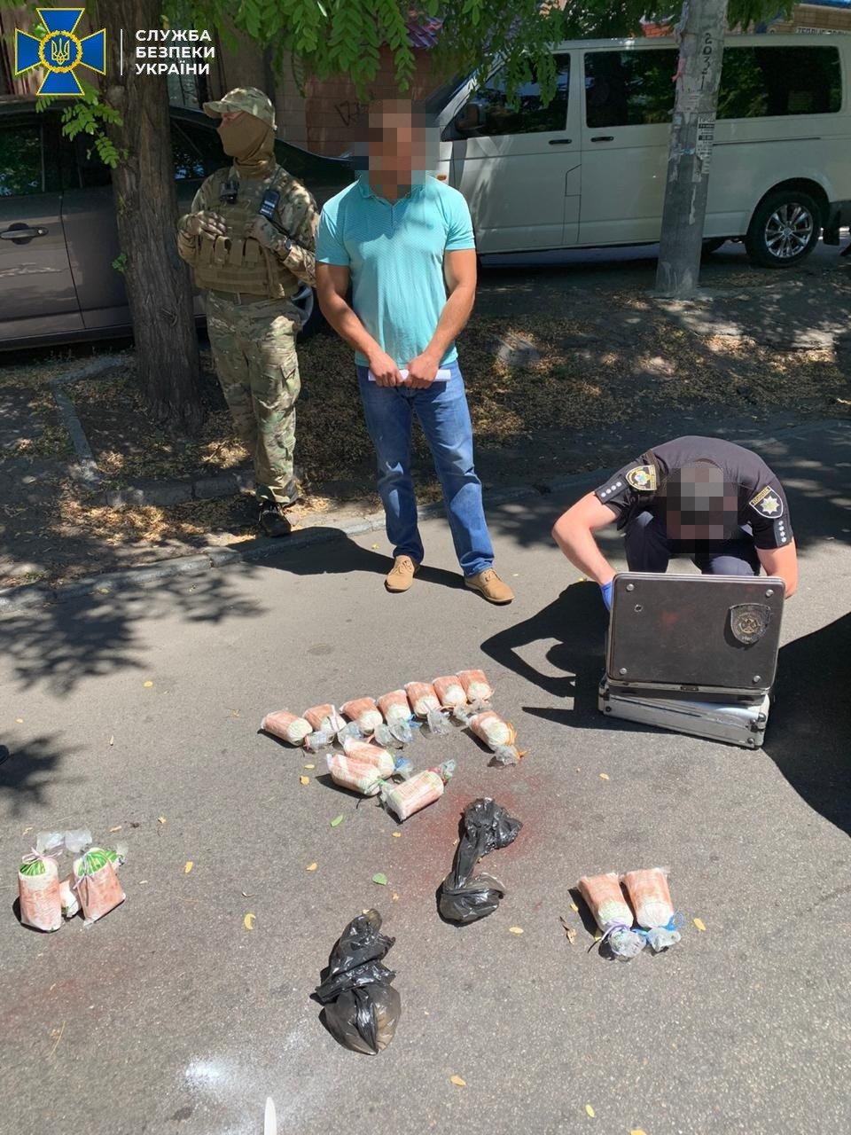 На Днепропетровщине СБУ блокировала масштабную контрабанду лекарственных средств с содержанием прекурсоров, - ФОТО, фото-1