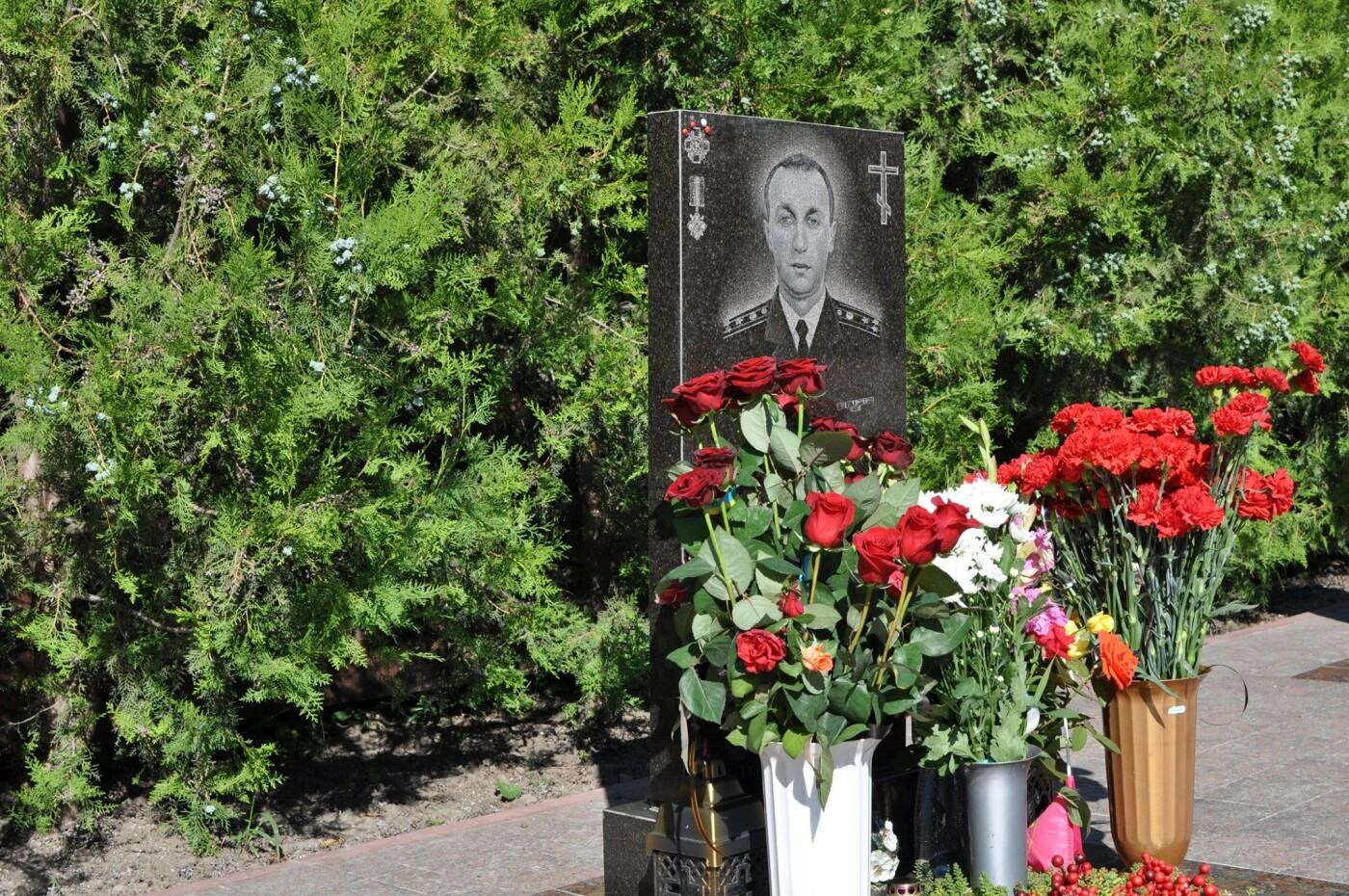 В Кривом Роге нацгвардейцы почтили память погибших побратимов, - ФОТО, фото-16