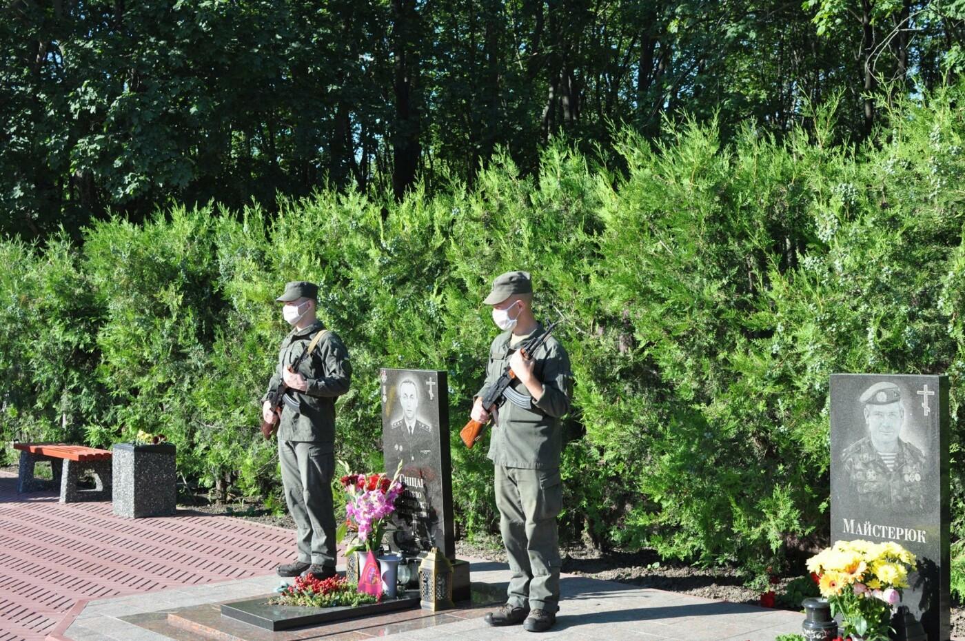 В Кривом Роге нацгвардейцы почтили память погибших побратимов, - ФОТО, фото-22