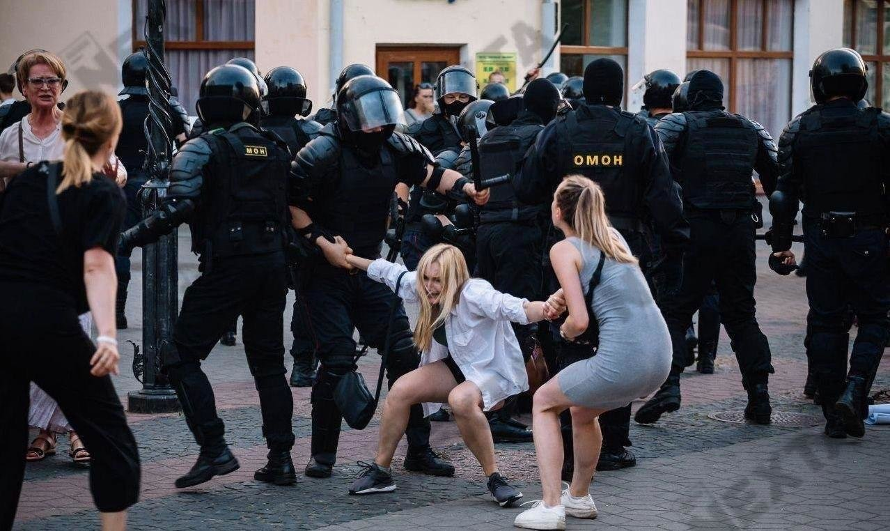 Водометы, газ, пули и первые смерти от рук ОМОНа: хронология протестов в Беларуси, - ФОТО, фото-6