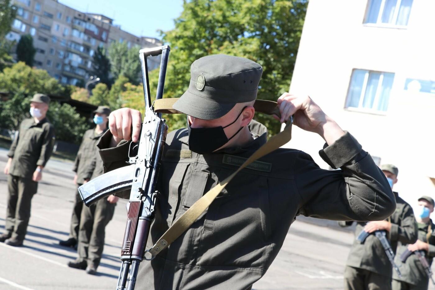 В Криворожской бригаде Нацгвардии новобранцы получили боевое оружие, - ФОТО, фото-3