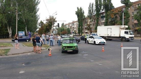 ДТП в Кривом Роге: на перекрестке столкнулись ВАЗ и Volkswagen, - ФОТО , фото-3