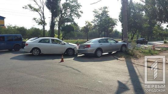 ДТП в Кривом Роге: из-за столкновения автомобилей один из них выбросило на электроопору, - ФОТО, фото-1