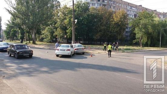 ДТП в Кривом Роге: из-за столкновения автомобилей один из них выбросило на электроопору, - ФОТО, фото-2