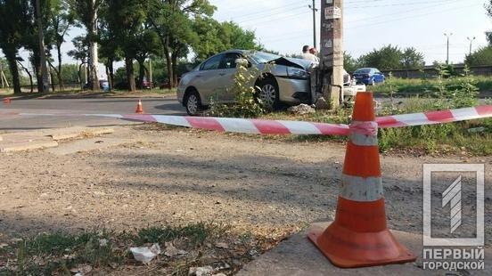 ДТП в Кривом Роге: из-за столкновения автомобилей один из них выбросило на электроопору, - ФОТО, фото-3
