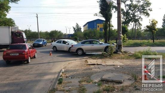 ДТП в Кривом Роге: из-за столкновения автомобилей один из них выбросило на электроопору, - ФОТО, фото-4