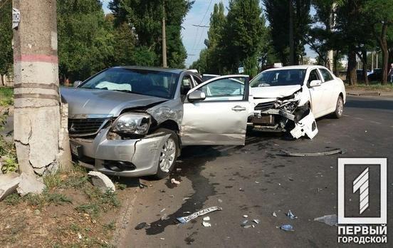 ДТП в Кривом Роге: из-за столкновения автомобилей один из них выбросило на электроопору, - ФОТО, фото-5